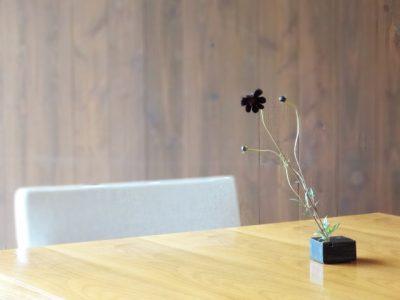 チェアやテーブルの下地材、構造の違いや、セレクトする際の注意点