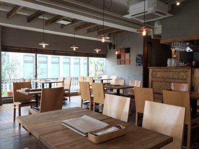 飲食店での機会ロスを減らす客席の作り方。効率と快適性という相反する課題をどうするか。