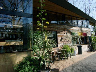 公園の中にある優雅な一軒家カフェ。素敵空間で食べる時間は幸せなひと時。