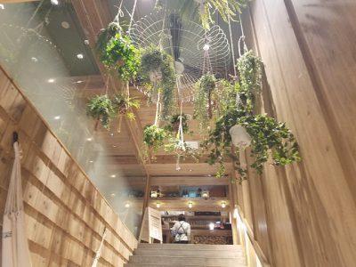 駅ナカにあるほっとできるおしゃれカフェ。
